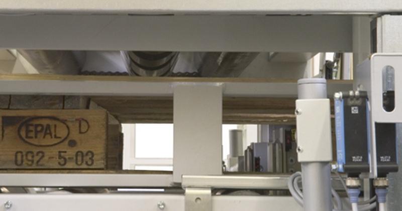 Druckprüfung Deckbretter mit Gegenrollen - Ansicht von unten