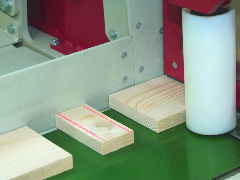 Ausschneiden von Schadstellen im Holz