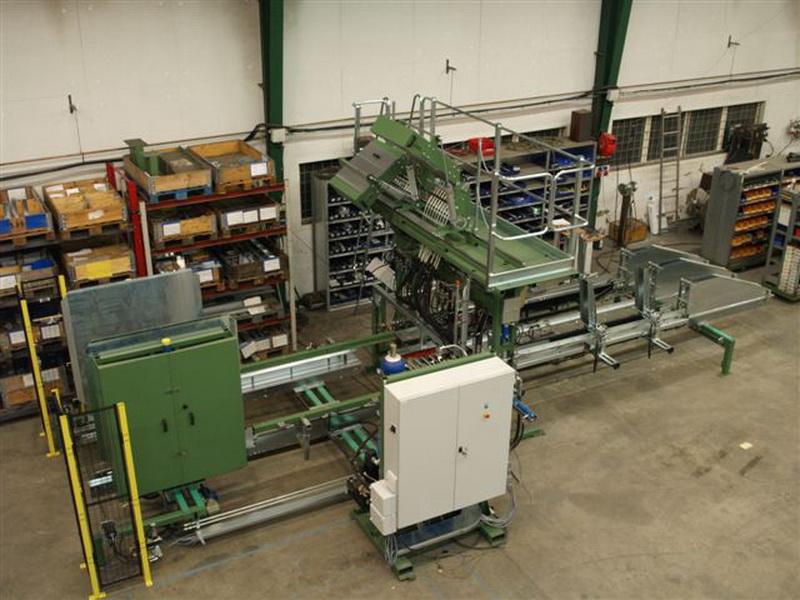 Hochleistungs-Deckmaschine mit Deckstapler (bei Montage)